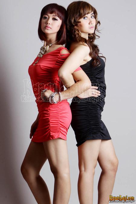 http://majalahgelap.blogspot.com/2013/04/cerita-dewasa-foto-sexy-duo-cute-artis.html