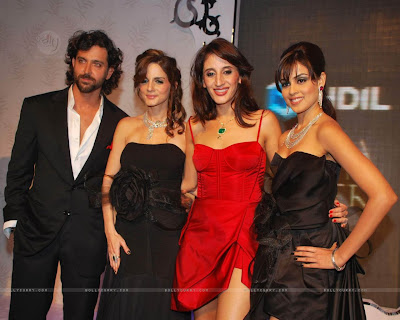 Latest Hottest Bollywood Couple Husband Wife Hrithik Roshan Suzanne Wallpapers Pics Photos Scenes Images 2011