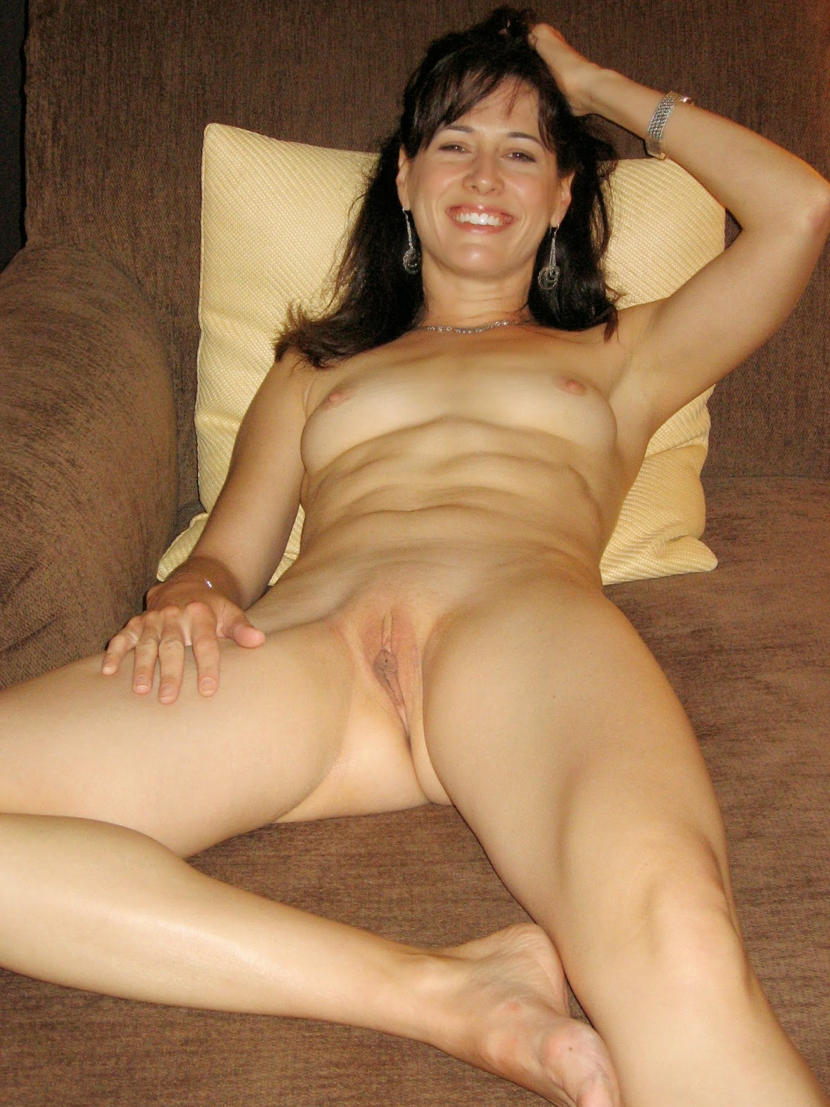 Amateur shaved woman