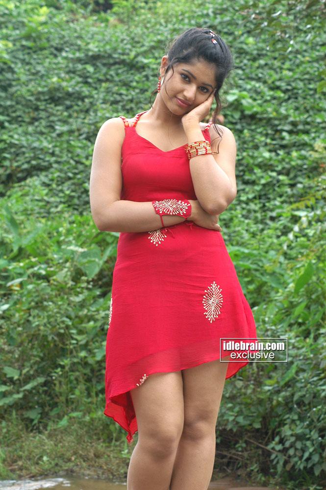 Poonam Bajwa Thunder Thigh Show Pics