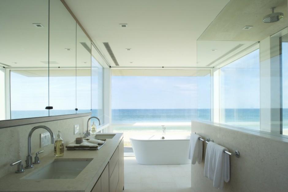 To Da Loos Bathroom On The Beach