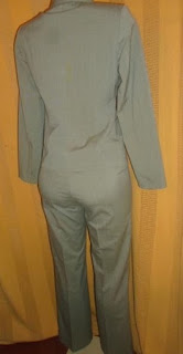 grafite tamanho 40  forrado com um botão  no casaco e sem bolsos