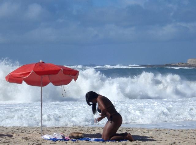 Morena na Praia de Copacabana. Foto de Marcelo Migliaccio