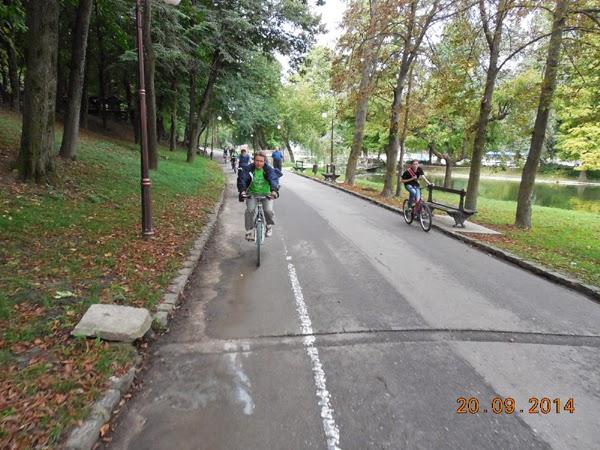 cu bicicleta prin parc