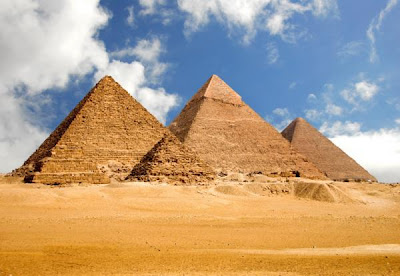 2 The%2BEgyptian%2BPyramids %Category Photo