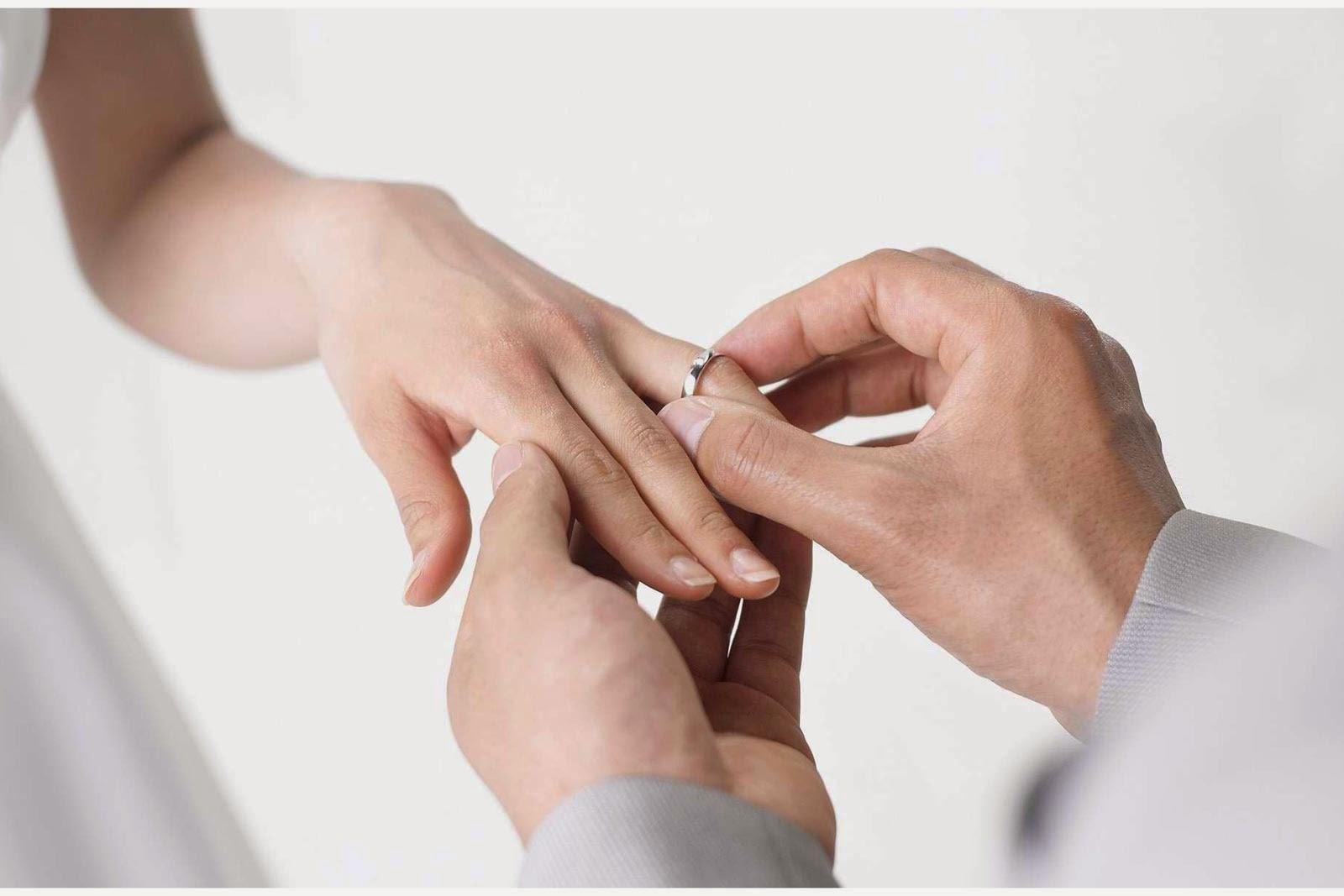 Womens Diamond Wedding Ring On The Left Hand