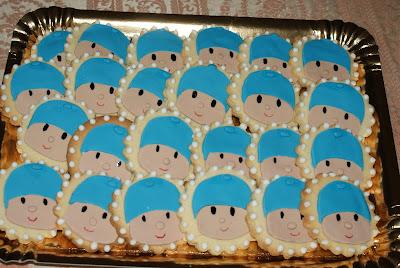galletas redondas con la cara de pocoyo en fondant