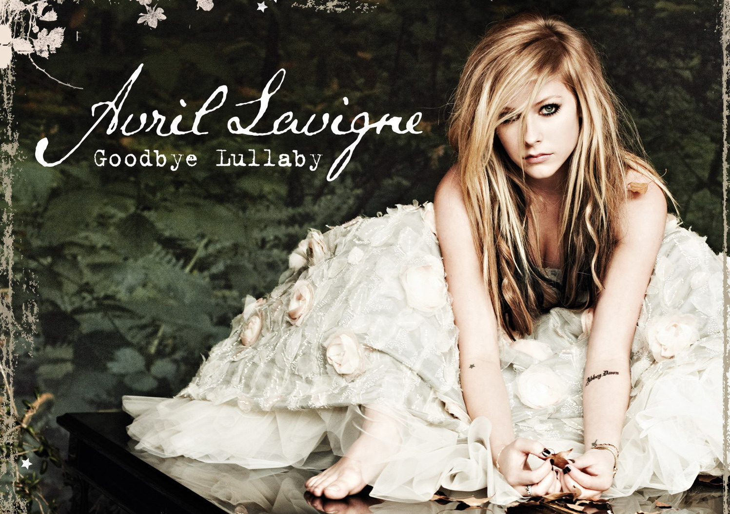 http://2.bp.blogspot.com/-IJcSV3jW1x8/TbbN1zW0utI/AAAAAAAAABE/CpQUNJnX7PM/s1600/1292534513_avril_lavigne_goodbye_lullaby.jpg