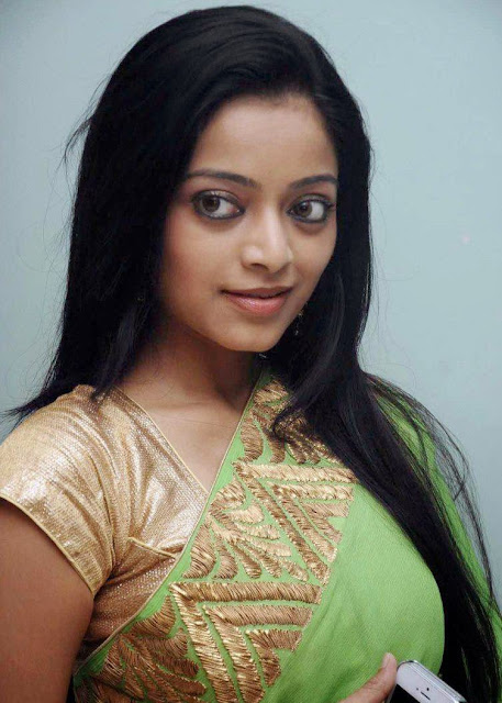 Actress Janani Iyer Stills in Parrot Green Saree