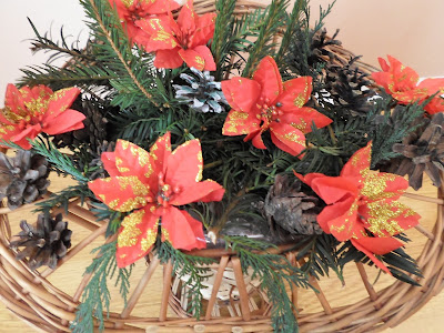 Stroik świąteczny z kosza wiklinowego DIY, Bombki papierowe DIY kusudama