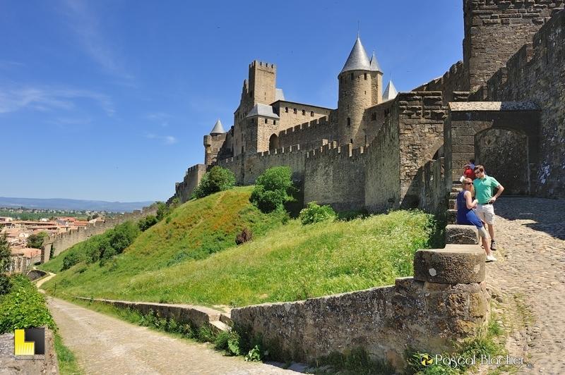 l'entrée ouest par la porte de l'Aude cité de Carcassonne photo blachier pascal