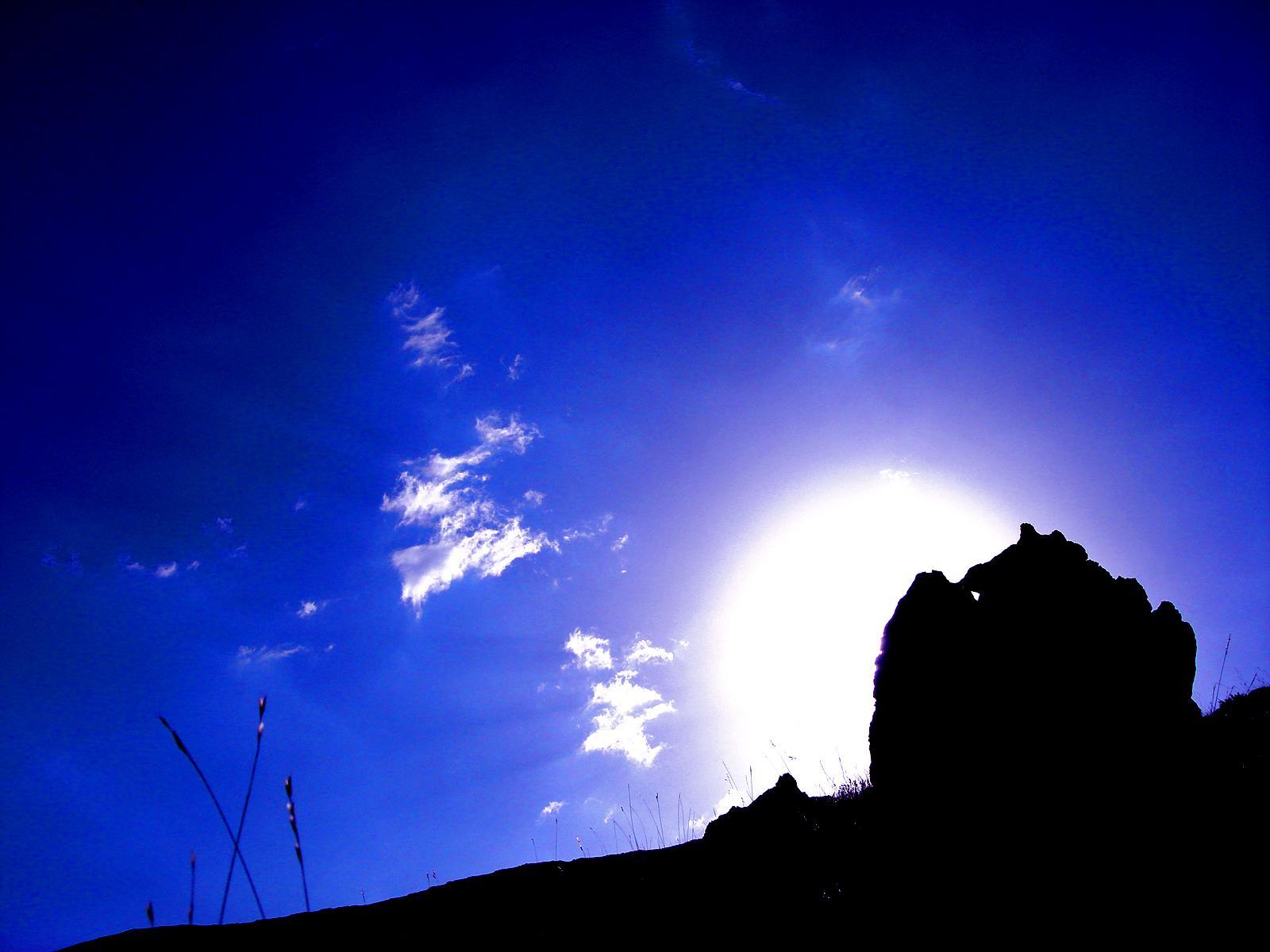 http://2.bp.blogspot.com/-IJrZ6NCvPVY/TnjlZ1i0maI/AAAAAAAAELg/JQDjwamPC_w/s1600/sunrise-wallpapers.jpg