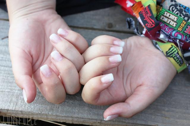 Cet été (je vous lavais montré sur Instagram), je me suis fait poser des ongles en gel. Juste avant daller en festival en plus, en me disant que