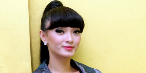 Artis Indonesia Yang Berpenampilan Terburuk 2013