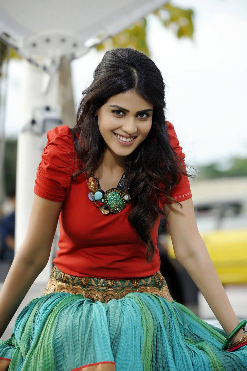 1stbuzz: Genelia Hot Stills