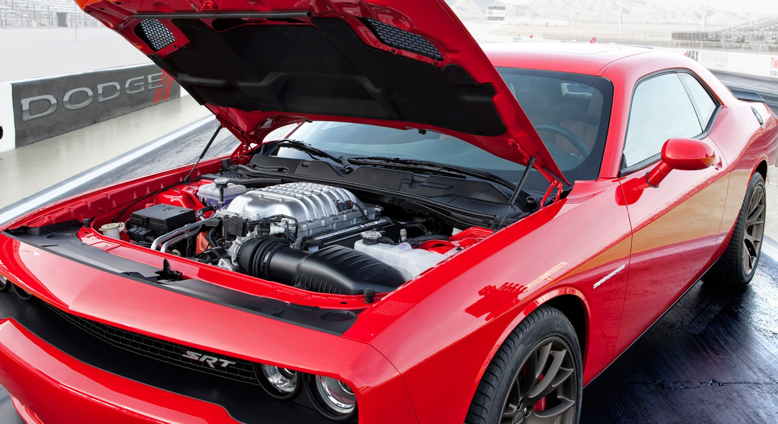 High Wheels: 2015 Dodge Challenger SRT HEMI Hellcat