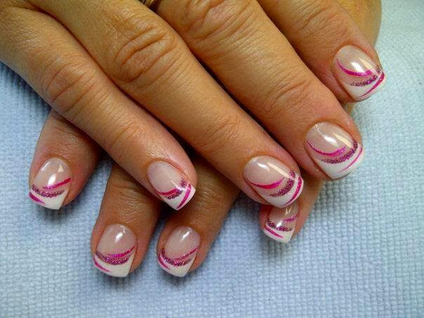 Liza: acrylic sculpts with simple nail art.