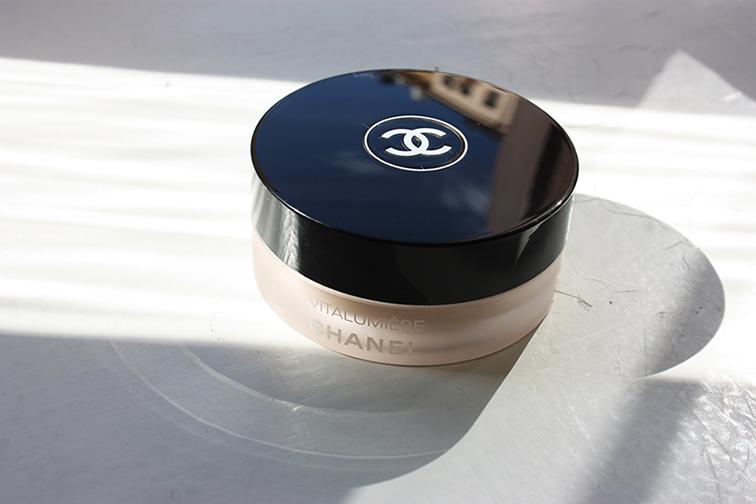 Vitalumière loose powder foundation, Chanel