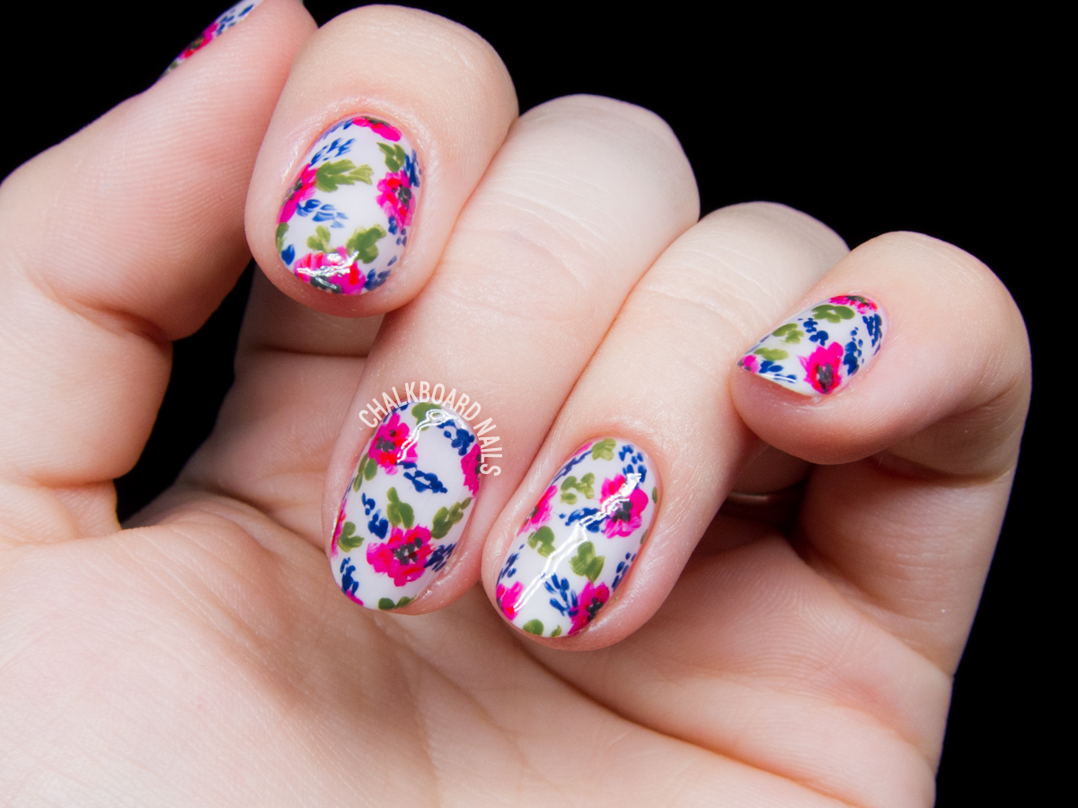 Vintage floral nails by @chalkboardnails