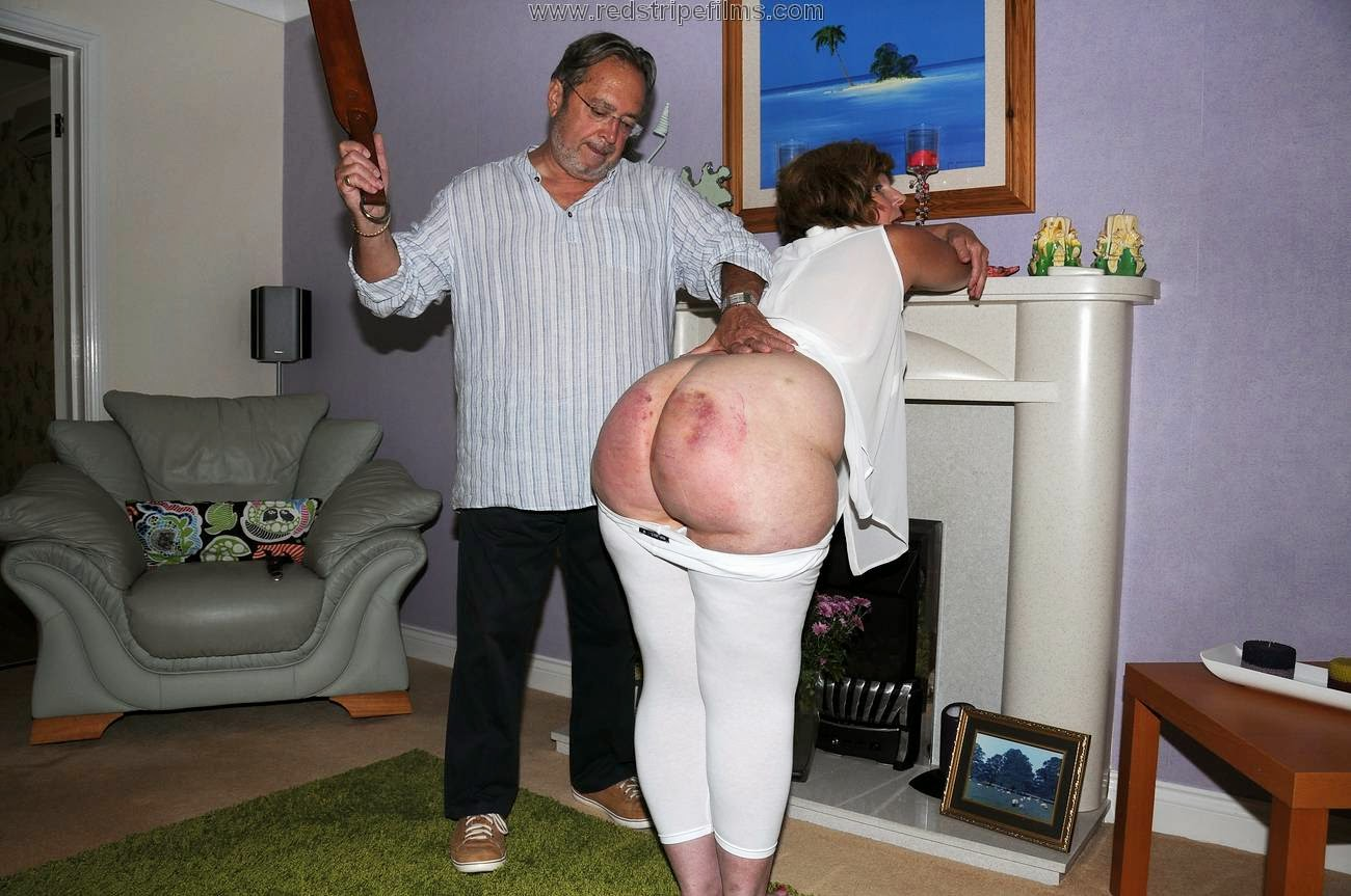 red-stripe-spank-young-nudity-in-america-pics