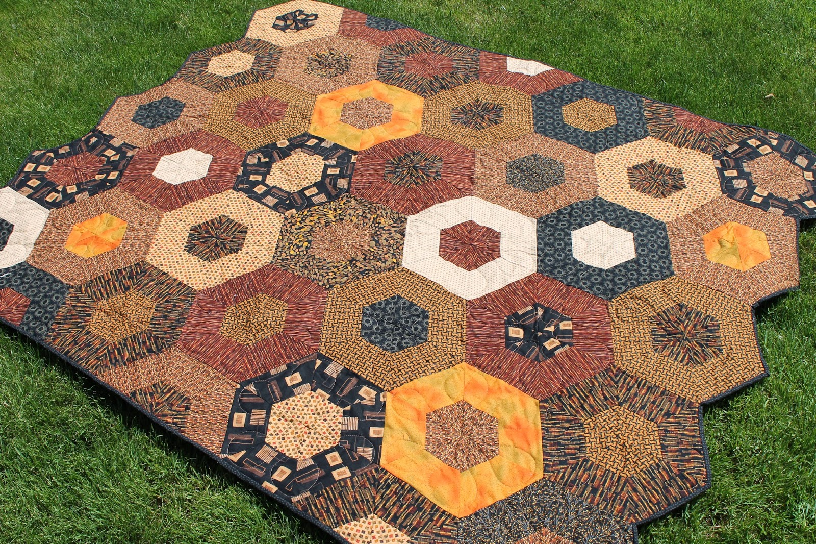 Quilting is more fun than Housework...: Hexagon Quilt Finish - Q2 FAL : finishing a hexagon quilt - Adamdwight.com