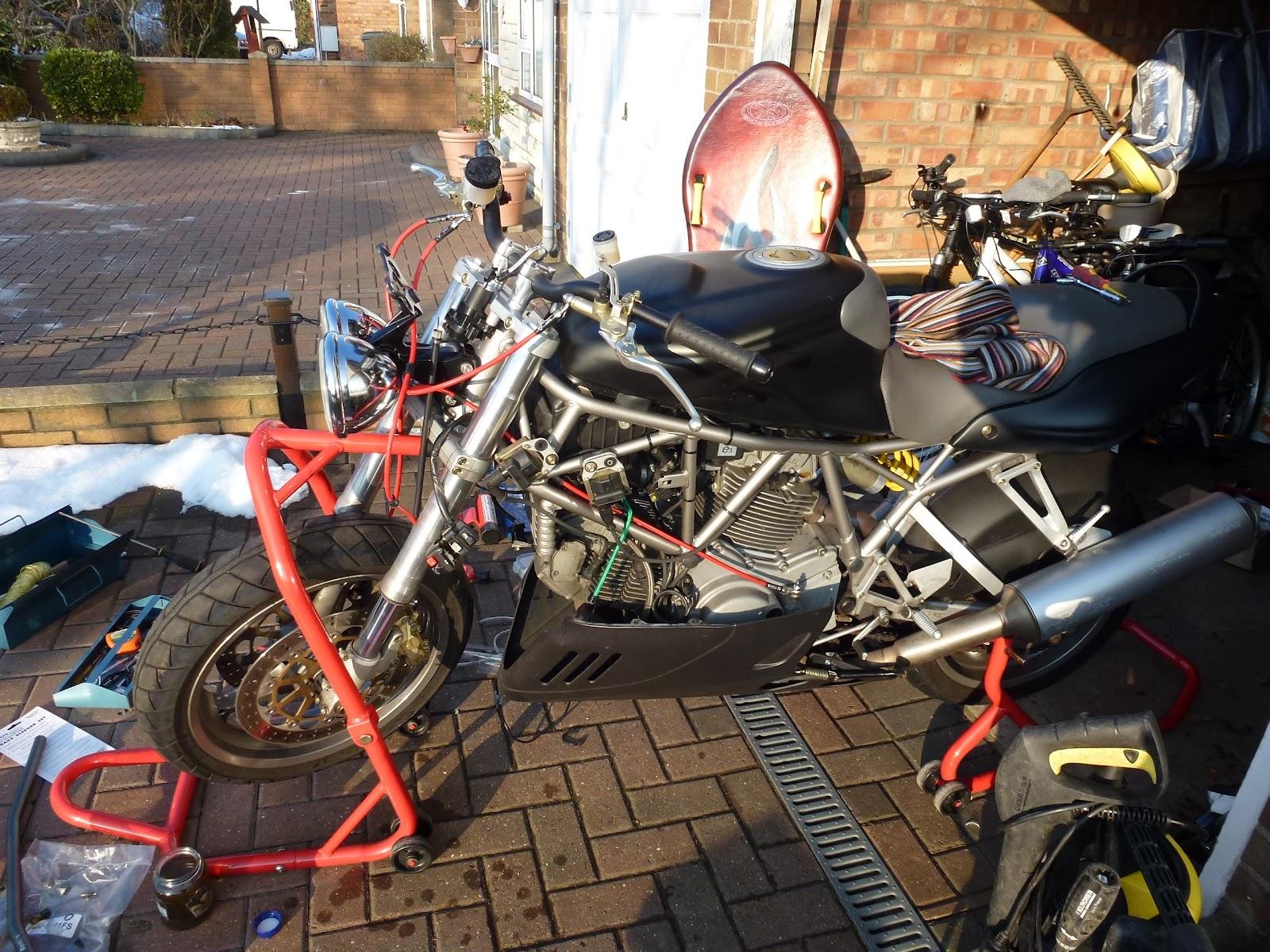 Ducati 900SS Street Fighter