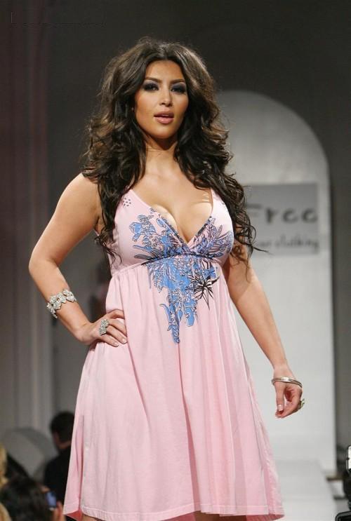 http://2.bp.blogspot.com/-IL0s0Fedr44/Te2tQgiEVEI/AAAAAAAAELU/o1rmVbwQEkk/s1600/Kim_Kardashian_on_the_Ramp%2B%25284%2529.jpg