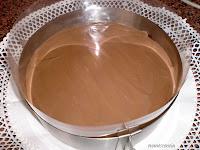 capa chocolate con leche sobre capa de chocolate negro