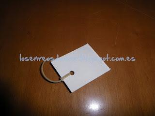 Etiqueta de cartón con goma