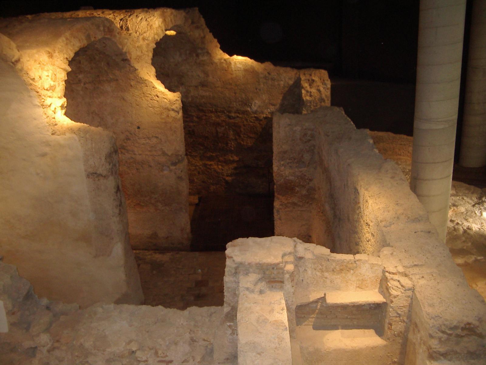 Baños Arabes Antiguos:Laurona VI: La Escuela Taller asiste a la inauguración de los Baños