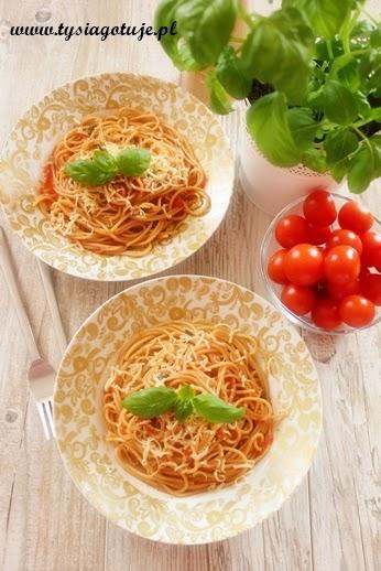 http://www.tysiagotuje.pl/2014/04/spaghetti-w-sosie-pomidorowym-z-bazylia.html