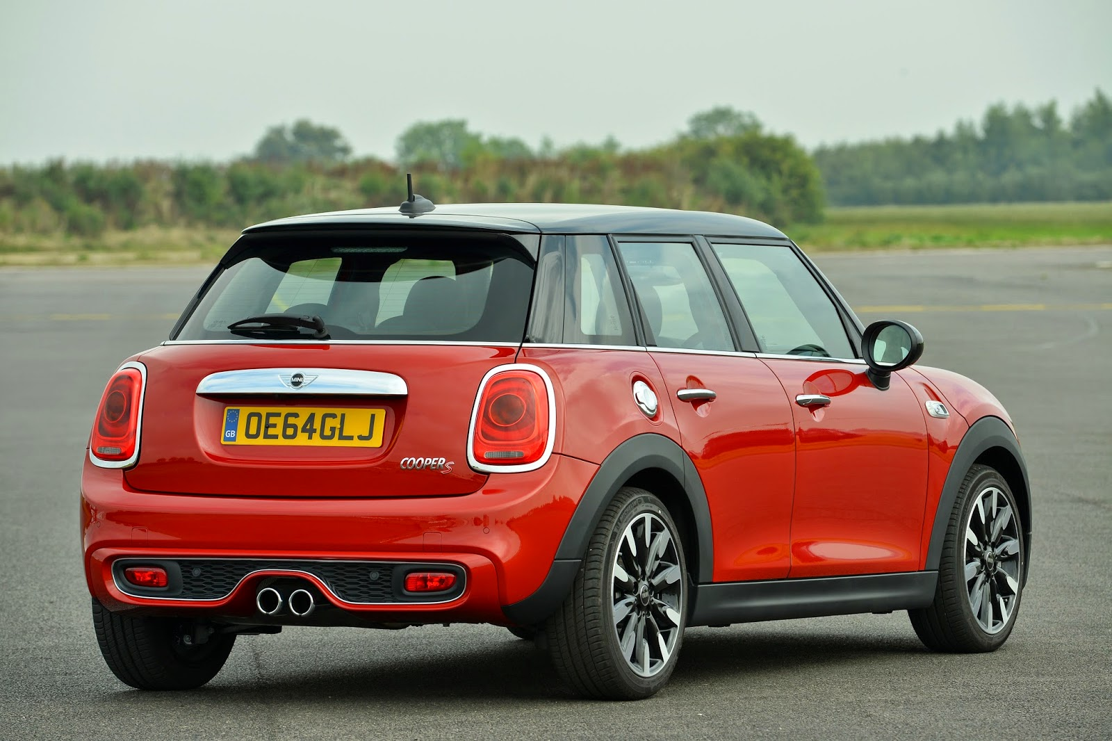 Rear 3/4 view of 2015 Mini Cooper S Hardtop