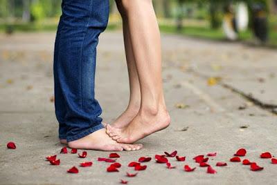 Ini yang Harus Dihindari Saat Ciuman