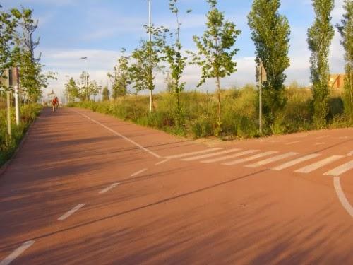 Cruce que se encuentra en Montecarmelo y que es el comienzo del carril bici a Colmenar