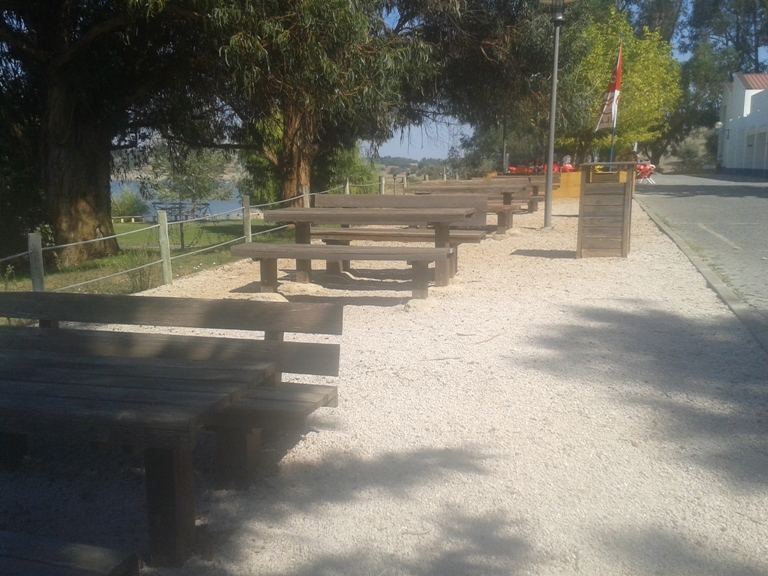 Mesas do Parque de Merendas de Avis