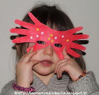 http://lesmercredisdejulie.blogspot.fr/2014/02/masque-avec-contours-des-mains.html