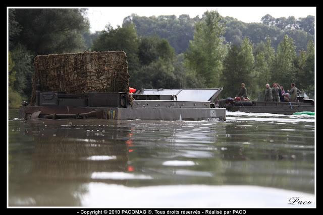 véhicule Weasel dans l'eau des gravières de Donchery
