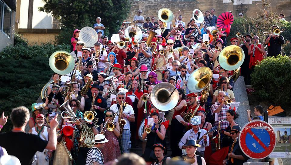 Fanfare mega band de plus de 150 musciens pour le festival Mudanza 2015 de Salon : Quand les fanfares... Numéro 4