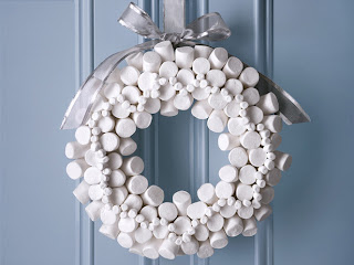 Chicago Forest Glen neighborhood Christmas door wreath