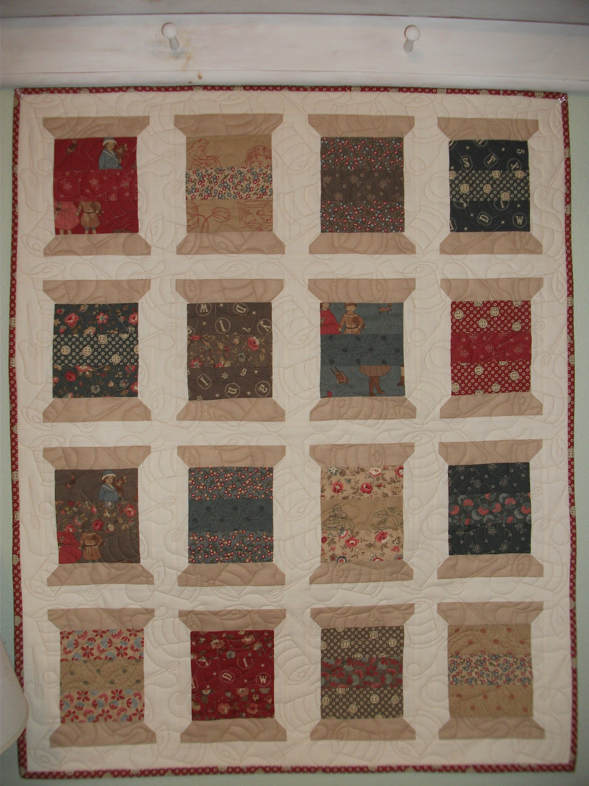 Quilt Pattern Spool of Thread http://cozylittlequilts.blogspot.com/2012/09/petite-odile-spools-quilt-finish_19.html