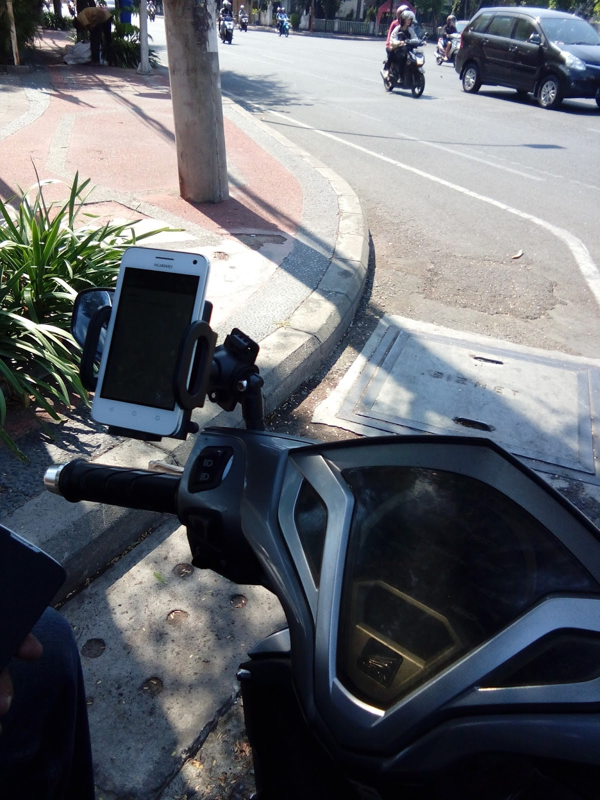Bike Holder Stir Stang Sepeda Motor Hb 5 Braket Hp Gps Bikers Gojekers