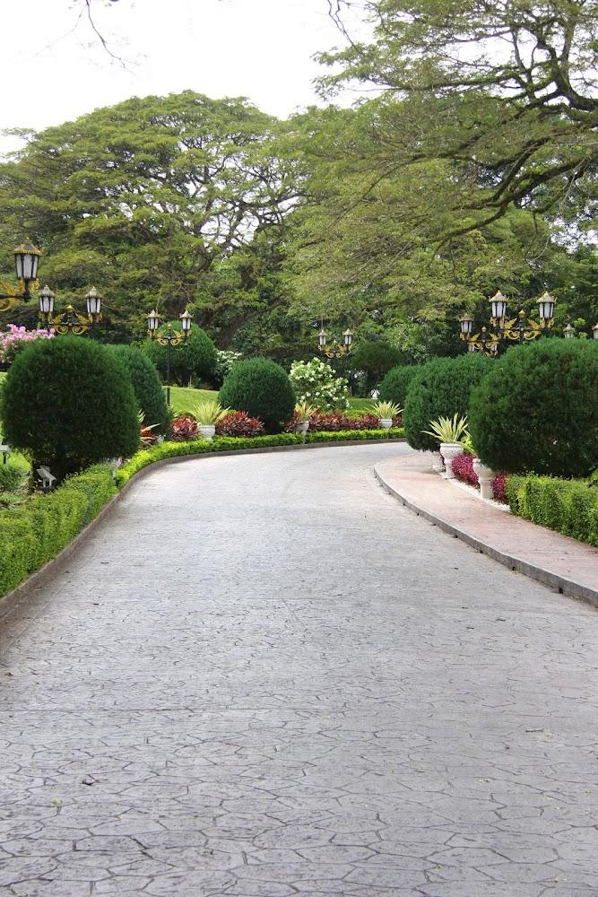 Jalan masuk Istana Iskandariah