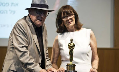 Branko Lustig  doa estatueta do Oscar para Museu do Holocausto