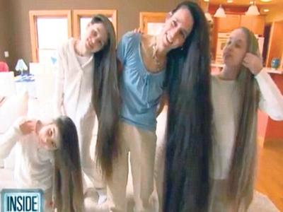 Russel dan anak-anaknya menunjukkan rambut mereka yang hampir mencecah lantai serta menjadi perhatian penduduk setempat di Illinois, Amerika Syarikat.