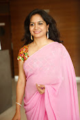 Singer Sunitha dazzling saree photos-thumbnail-16