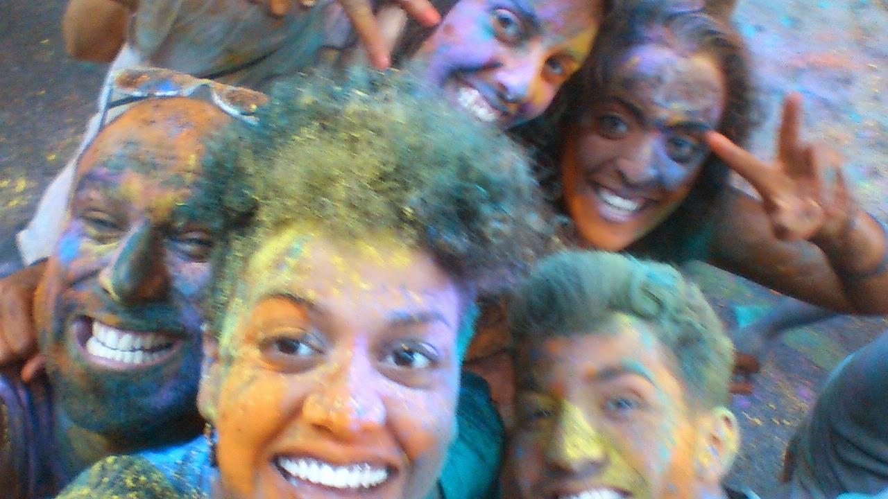 fiesta festival Holi en las fiestas de Sants
