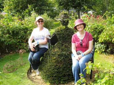 Two Lolas and a lady made of shrubbery