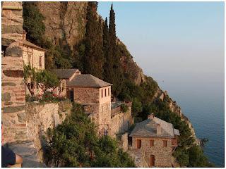 Atos. Konaci manastira Sv. Dionisija.