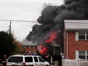 Confirman que no hay más víctimas tras accidente avión en viviendas en EE.UU.