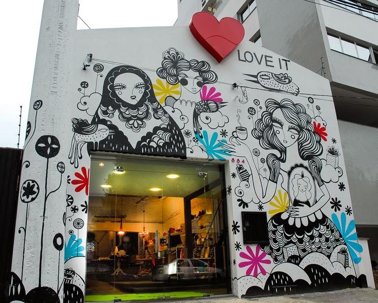 Street Art em fachada de loja em Porto Alegre